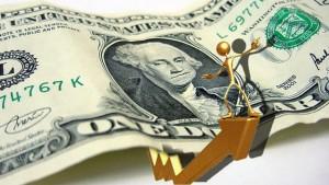 Доларът реализира печалби след силните данни за САЩ