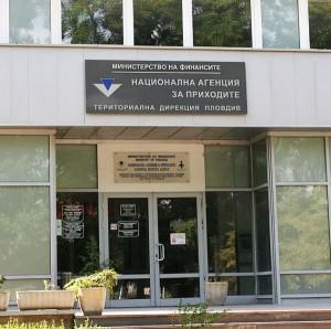 Освобождават българите в чужбина от здравни осигуровки